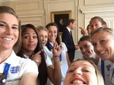 See Prince William's Cute Photobomb of the England Women's Football Team Football Squads, Women's Football, Female Football, England Ladies Football, Prinz William, International Football, Prince William And Catherine, Women's World Cup, Chelsea Fc
