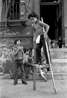 Dónde nació el 'hip hop... en el Bronx... en la miseria, en la alegría, en la violencia... en la calle... en la pandilla... en los 80s Ricky Flores y otros (Henry Chalfant, Stephen Shames, Martha Cooper, JP Laffont and Jamel Shabazz among others) http://loquevelacamara.blogspot.com.es/
