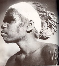 "From ""Nomads of the Australian Desert"" by Charles P. Aboriginal Man, Aboriginal History, Aboriginal Culture, Aboriginal People, We Are The World, People Of The World, Antique Photos, Old Photos, Stone Age People"