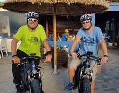 04-Elektrische-fietsen-in-Griekenland Electric Mountain Bike, Electric Bicycle, Cycling Holiday, Greece Holiday, Fat Bike, Crete Greece, Mtb, Mens Tops, Electric Push Bike
