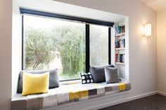 Bay window ideas that blend well with modern interior design 01 Window Benches, Window Design, Home Decor Bedroom, Modern Interior Design, House Design, Design Design, Design Ideas, Window Ideas, Book Shelves