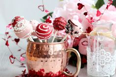 Step by step tutorial, how to make cake pops for Valentine's day. Valentines Cake Pops Recipe, Valentine Cake, Oreo Cake Pops, Cake Pop Molds, Oreo Buttercream, Wilton Candy Melts, Heart Shaped Cakes, Cake Pops How To Make, Cake Pop Sticks