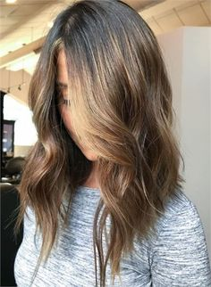 For the Love of Lob: 20 Long-Bob Hairstyles to Inspire You - Hair Cutting - Mode. Hairstyles, For the Love of Lob: 20 Long-Bob Hairstyles to Inspire You - Hair Cutting - Modern Salon Source by misteek. Choppy Bob Hairstyles, Lob Hairstyle, Long Bob Hairstyles For Thick Hair, Lob Haircut Thick Hair, 80s Hairstyles, Hair Bangs, Style Hairstyle, Modern Hairstyles, Celebrity Hairstyles