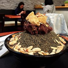 Black sesame bingsu with red beans and korean rice cakes 흑임자 빙수 @ Nunsongyee 눈송이