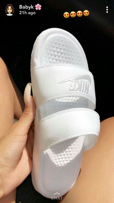 Girls' event sandals, for pursuits like hiking, rafting, as well as other adventuresports. Sneakers Fashion, Shoes Sneakers, Nike Slippers, Nike Sandals, Fresh Shoes, Hype Shoes, Comfy Shoes, Me Too Shoes, Footwear