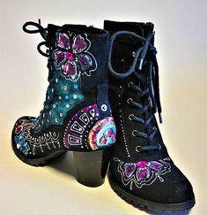 zeiko / maľované topánky ... lízanková princezná Ela ♥ Hand Painted Dress, Combat Boots, Crafty, My Favorite Things, Handmade, Clothes, Shoes, Fashion, Outfits