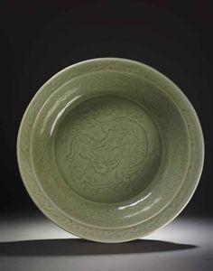 A VERY RARE LONGQUAN CELADON 'DRAGON' CHARGER Yuan Dynasty