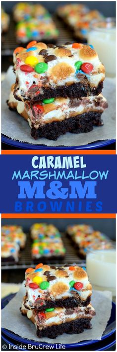 Caramel Marshmallow M&M Brownies - a layer of gooey caramel and marshmallow topp. Caramel Marshmallow M&M Brownies - a layer of gooey caramel and marshmallow topped with candies make this a must make dessert recipe! Mini Desserts, Marshmallow Desserts, Recipes With Marshmallows, Easy Desserts, Delicious Desserts, Yummy Food, Marshmallow Brownies, Mini Marshmallows, Plated Desserts