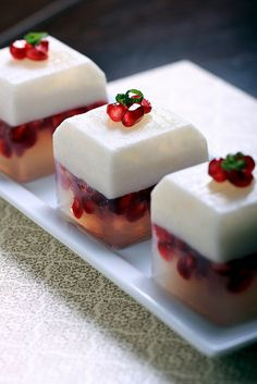 I love agar ... look what you can do with it. Yummy kanten. Coconut, pomegranate and lime kanten by Jeff and Erin's pics, via Flickr