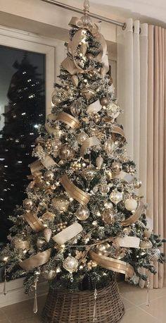 Rose Gold Christmas Decorations, Elegant Christmas Trees, Christmas Tree Inspiration, Ribbon On Christmas Tree, Christmas Tree Design, Christmas Tree Themes, Noel Christmas, Woodland Christmas, Silver Christmas Tree