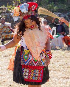 Zulu Traditional Attire, Zulu Traditional Wedding, African Traditional Wear, Traditional Styles, Traditional Dresses, African Fashion Skirts, South African Fashion, African Fashion Designers, Africa Fashion
