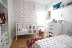 decorar con vinilos de coches las habitaciones de niñas - Deco & Living Ikea, Ideas Prácticas, Cribs, Toddler Bed, Kids Rugs, Furniture, Home Decor, Blog, Girl Rooms
