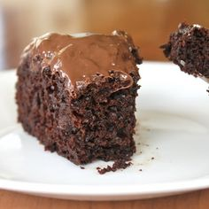 Secretly Healthy Chocolate Cake - whole wheat flour, applesauce, chocolate zucchini cake, no butter or oil Healthy Cake, Healthy Desserts, Just Desserts, Delicious Desserts, Dessert Recipes, Yummy Food, Drink Recipes, Healthy Recipes, Think Food