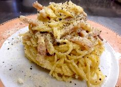 La pasta alla carbonara è un piatto caratteristico del Lazio e più in particolare di Roma preparato con ingredienti popolari e dal gusto intenso. Il tipo d