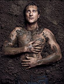 Bear Grylls covered in mud? I think yes! Man Vs Wild, Bear Grylls Survival, Man Vs Nature, Liberian Girl, Outside Magazine, Magazine Articles, Celebrity Look, Beautiful Men, Beautiful People