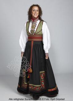Beltestakk fra Telemark - BunadRosen AS Bridal Dresses, Girls Dresses, Costumes Around The World, Folk Clothing, Folk Costume, Ethnic Fashion, Traditional Dresses, Costume Design, Clothes
