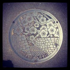 高崎市箕郷町のふた Takasaki, Gunma In Japan all of the manhole-covers are decorated according to the prefecture it's in.