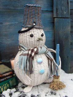 Paper Weaving, Weaving Art, Snowman Decorations, Christmas Decorations, Christmas Ornaments, Willow Weaving, Basket Weaving, Christmas Elephant, Winter Wonderland Decorations