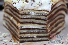 Vyzkoušela jsem doma připravit palačinkový dort. Nechtěla jsem obyčejný palačinkový dort, tak jsem do poloviny těsta přidala kakao a palačinky naplnila nutellou a šlehačkou. Po překrojení jsem zůstala mile překvapená! Mňam! Autor: Karambola