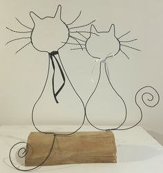 Crafts To Make And Sell, Diy And Crafts, Sculptures Sur Fil, Wire Art Sculpture, Bijoux Fil Aluminium, Metal Art Projects, Creation Crafts, Metal Garden Art, Button Art
