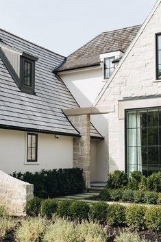 Residential Architecture, Amazing Architecture, Architecture Details, Exterior Design, Interior And Exterior, Exterior Homes, Beautiful Buildings, Beautiful Homes, Exterior Front Doors