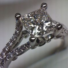 Insignia-7008 in Platinum with a gorgeous 2.02 carat princess cut diamond. - @verragio