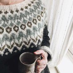 Riddari pattern by Védís Jónsdóttir Knitting Designs, Knitting Projects, Crochet Woman, Knit Crochet, Punto Fair Isle, Nordic Sweater, Icelandic Sweaters, Fair Isle Knitting, Knitting Patterns