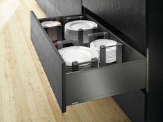 LEGRABOX pure in the kitchen - Plate application. Drawer side height C in orion grey matt. Blum plate holder in orion grey matt