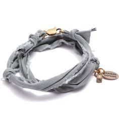 Bracelet vintage gris Marie Depaire, bracelet en tissus fait main en France, à découvrir sur www.lilishopping.com/233-marie-depaire  #mariedepaire #madeinfrance #handmade #madeinparis #vintage #bracelethomme