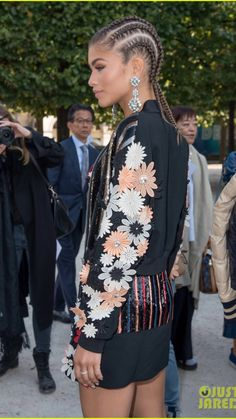 Crown Braid: One Of The Best Updated Version For Teenage Girl's Back To School Hairstyle. Zendaya working the cornrows at PFW!Zendaya working the cornrows at PFW! Long Braided Hairstyles, Black Girls Hairstyles, Glamorous Hairstyles, Curly Hair Styles, Natural Hair Styles, Zendaya Style, Runway Hair, Zendaya Coleman, Different Hairstyles