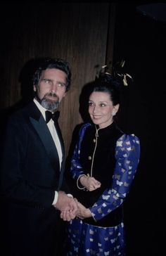 Audrey Hepburn with her partner Robert Wolders during their arrival at the U.S. Department of State, in Washington, D.C. (USA), for the ceremony of the 4th Annual Kennedy Center Honors, on December 05, 1981.