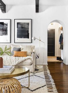 Keep up to date with the most recent small living room decor some ideas (chic & modern). Find excellent techniques for getting trendy design even if you have a small living room. Home Living Room, Living Room Designs, Living Room Decor, Bedroom Decor, Apartment Living, Living Room Artwork, Living Area, Home Interior, Decor Interior Design