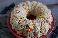 halloween-rice-krispies-treat-cake
