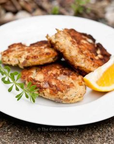 This Clean Eating Tuna Patties recipe is a simple, healthy, clean and delicious way to enjoy tuna fish, and everyone will love them! Get the recipe here! Seafood Recipes, Paleo Recipes, Cooking Recipes, Healthy Tuna Recipes, Tuna Recipes For Dinner, Recipes With Canned Tuna, Canned Tuna Healthy, Tuna Fish Recipes, Oats Recipes