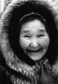 Eskimo woma! She's so happy - how can you not smile, too? :) #getwaisted beautyandcurvess.com
