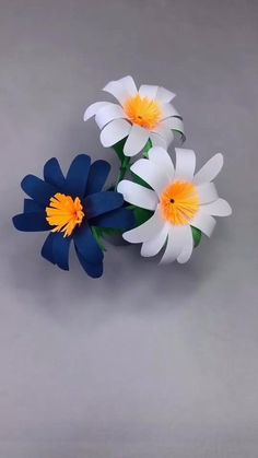 Paper Flowers Craft, Paper Crafts Origami, Giant Paper Flowers, Flower Crafts, Diy Flowers, Diy Paper, Paper Daisy, Paper Flower Tutorial, Handmade Flowers