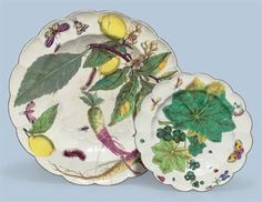 A CHELSEA PORCELAIN 'HANS SLOANE' LOBED CHARGER AND PLATE