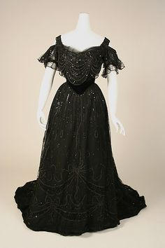 Dress House of Worth  (French, 1858–1956)  Date: 1906–8 Culture: French Medium: silk. Front
