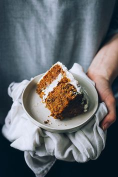 Vegan carrot cake, the easiest way #vegan #carrotcake #valentines #foodstyling #foodphotography #dessert | TheAwesomeGreen.com