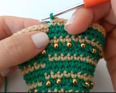 (notitle) Learn the fact (generic term) of how to needlework (generic term), at the very beginning. Crochet Christmas Decorations, Crochet Christmas Trees, Christmas Crochet Patterns, Christmas Ornament Crafts, Diy Christmas Gifts, Crochet Needles, Crochet Stitches, Crochet Hooks, Crochet Tree