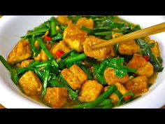 (1) 这才是豆腐最好吃做法,简单易做,比麻婆豆腐还好吃,上桌就光盘Tofu recipe - YouTube Tofu Recipes, Diabetic Recipes, Asian Recipes, Ethnic Recipes, Confinement Food, Tofu Dishes, Oriental Food, Kung Pao Chicken, Thai Red Curry