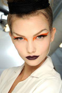 Karlie Kloss Halloween Make-up orange winged eye Makeup Inspo, Makeup Art, Makeup Inspiration, Eye Makeup, Hair Makeup, Makeup Geek, Crazy Makeup, Makeup Ideas, Christian Dior Maquillage