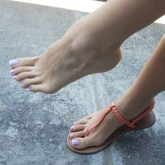 A collection of the best female feet pictures I found. just gorgeous feet. Nice Toes, Pretty Toes, Feet Soles, Women's Feet, Sexy Zehen, Foot Pictures, Feet Images, Soft Feet, Beautiful Toes