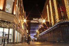 """""""Nollaig Shona Duit"""" (""""Happy Christmas"""" in Irish) written in lights on Wicklow Street in Dublin."""