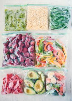 A Complete Guide to Freezing Produce - Rezepte - Frozen Freezing Vegetables, Frozen Vegetables, Fruits And Veggies, Freezing Fruit, Freezing Smoothies, Freezing Strawberries, Freezer Cooking, No Cook Meals, Veggie Freezer Meals