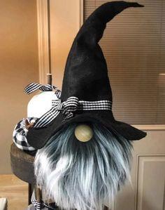Halloween Bunco, Adornos Halloween, Halloween Crafts, Halloween Decorations, Holiday Crafts, Halloween Ideas, Felt Witch Hat, Gnome Pictures, Primitive Christmas Decorating