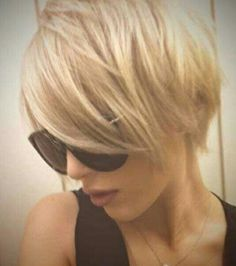 40 Long Pixie Pixie hairstyles are not just confined to short hair but are also fit for long hair as well. But they are a perfect combination with short hair. Short Blonde Haircuts, Long Pixie Hairstyles, Pretty Hairstyles, Short Hair Cuts, Short Hair Styles, Style Hairstyle, Pixie Cuts, 1940s Hairstyles, Pixie Haircuts