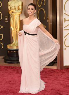 Penélope Cruz in a Giambattista Valli gown at the Oscars 2014