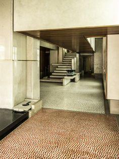 Olivetti Showroom in Venice by Carlo Scarpa. Photo by George X. Houses Architecture, Architecture Details, Interior Architecture, Ancient Architecture, Sustainable Architecture, Loft Interior Design, Interior Design Inspiration, Interior And Exterior, Carlo Scarpa