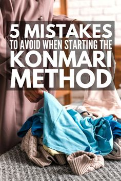 This KonMari Method for Beginners guide introduces Marie Kondo's techniques, and provides simple tips to help you get started and common mistakes to avoid! Konmari Methode, Small Bookshelf, Marie Kondo, Organization Hacks, Clothing Organization, Storage Hacks, Tidy Up, Organizing Your Home, Organizer